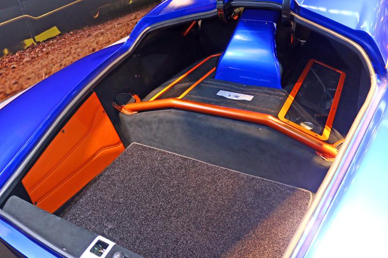 Evantra車系採中置引擎配置,並有效利用空間騰出一般超跑少有的行李置物空間。