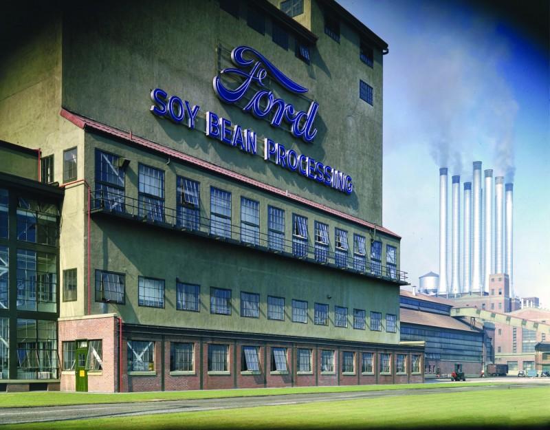 運用再生材料於車輛上的概念可追溯到1940年代公司創辦人Henry Ford執掌營運的時期。自2011年以來,大豆泡棉已成為Ford在北美地區生產車用椅墊、椅背和頭枕中的主要材料。