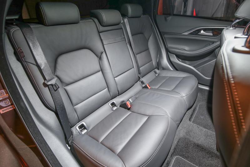 豪華版車型就配備8向電動仿真皮座椅,旗艦版車型更導入8向電動Nappa皮椅。