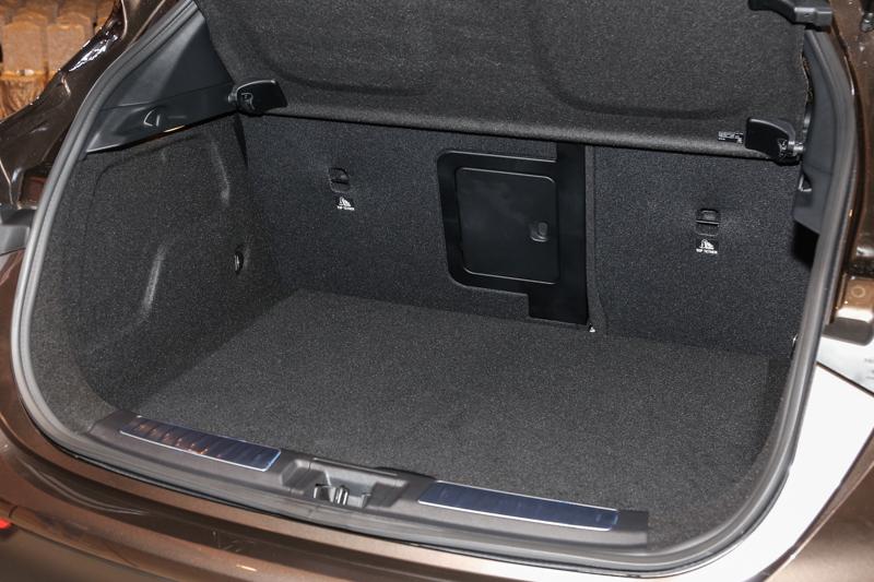 標準乘坐狀態中有著超越同級的430公升後廂容積。