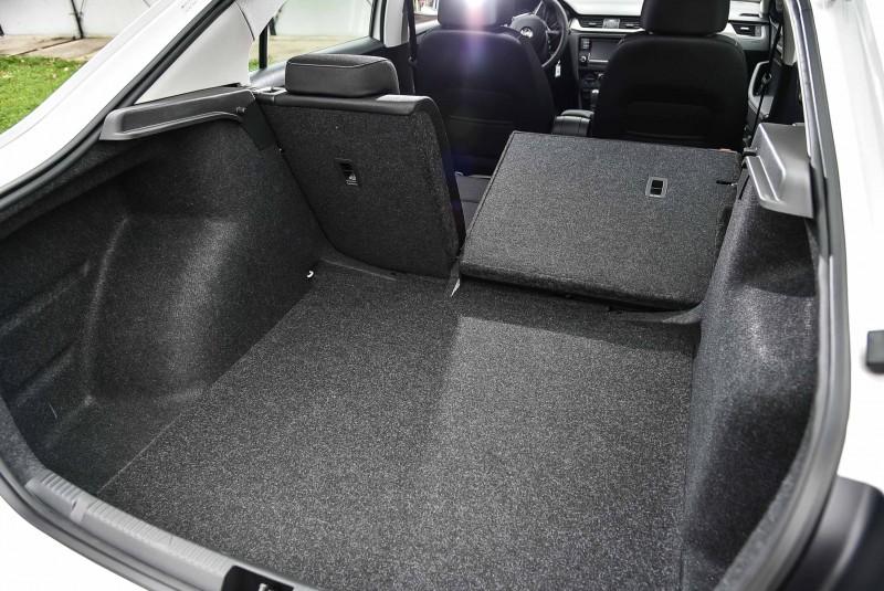 後座椅背放倒後能有550L超大空間