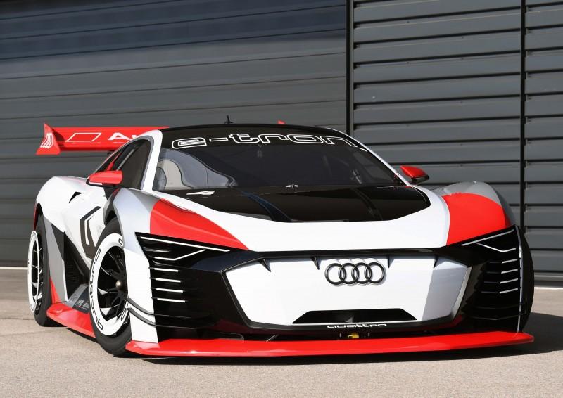 從PlayStation GT賽車遊戲走入真實賽道,Audi一比一打造Audi e-tron Vision Gran Turismo,並在Formula E羅馬分站擔任貴賓體驗車,帶領貴賓實際體驗Audi最新節能純電科技。