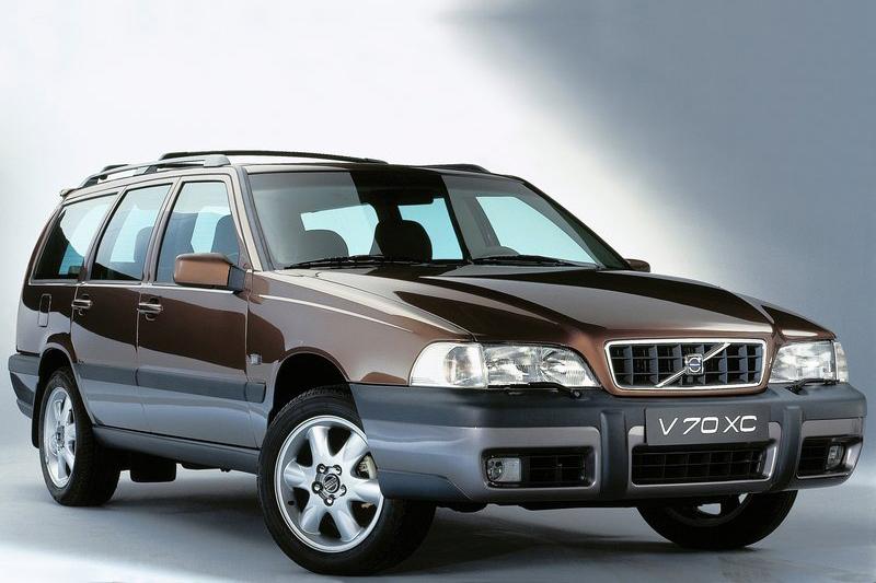 與現代SUV風潮約略時間誕生的,則是由旅行車所衍生的Crossover浪潮,如圖中1997年率先問世的Volvo V70 XC就是一例。