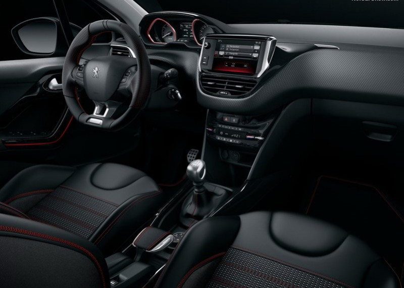 百萬有找的Peugeot 2008 PureTech Active即具備了多項便利配備