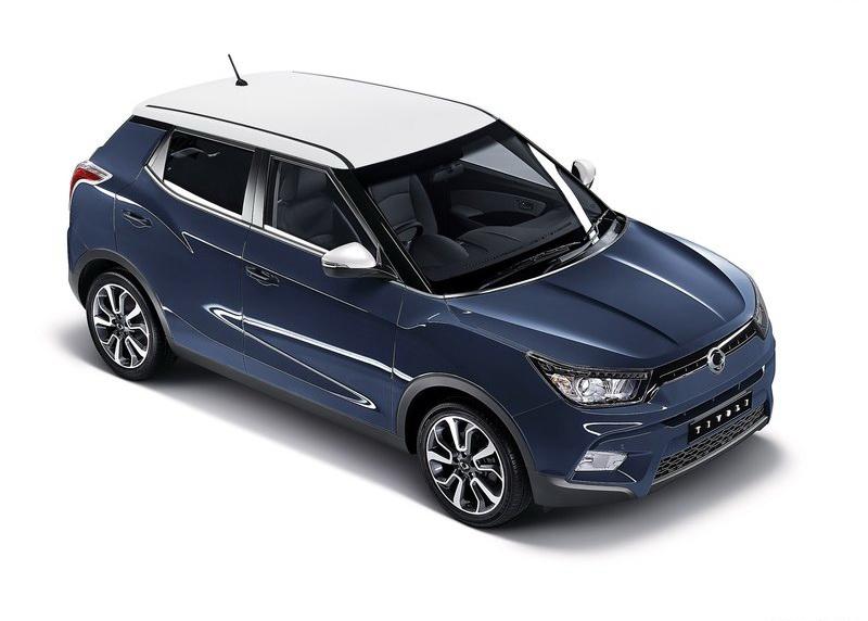 車身、車頂的雙色塗裝讓外觀呈現更為年輕活潑的氣息