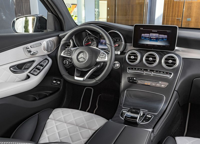 奢華的車室氛圍營造向來是Mercedes-Benz的拿手好戲