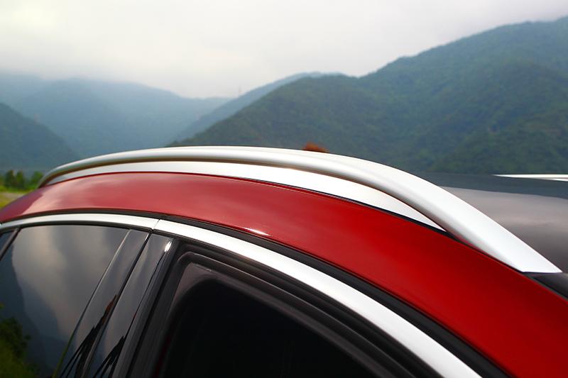 車頂架是與Q30差異顯著的部分。
