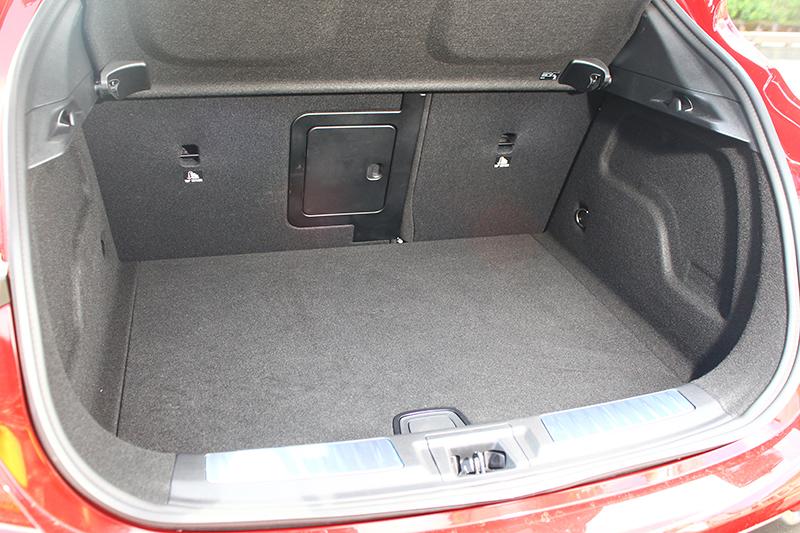 430升的行李廂空間可透過6/4分離椅背拓展延伸。