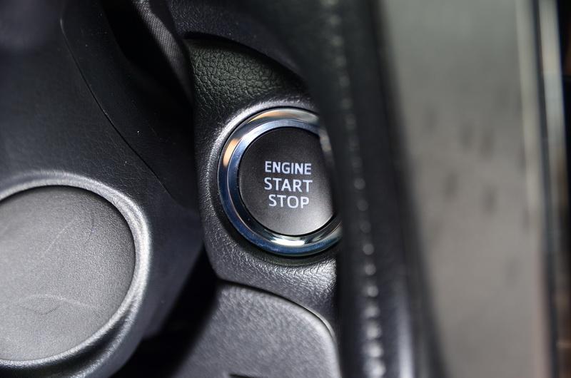 豪華版以上車型配置有晶片鑰匙與引擎啟動按鍵