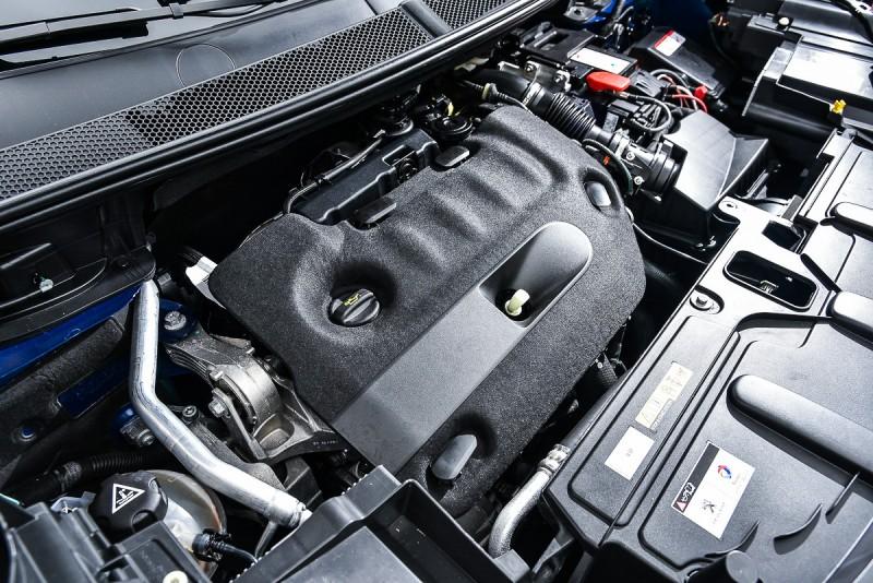 2.0升BlueHDi 渦輪增壓柴油引擎,可輸出180hp/3,750rpm與 40.78kgm/2,000rpm渾厚動力