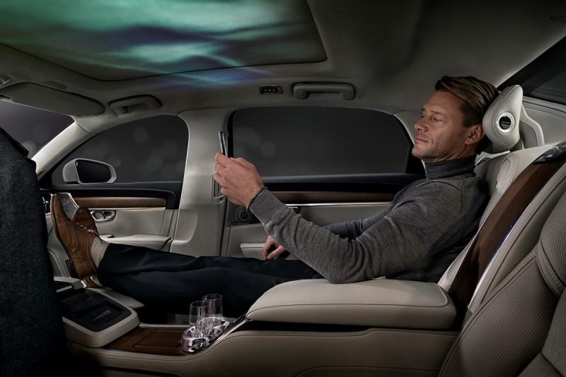 車內也能喝香檳聽音樂看北歐森林與極光?
