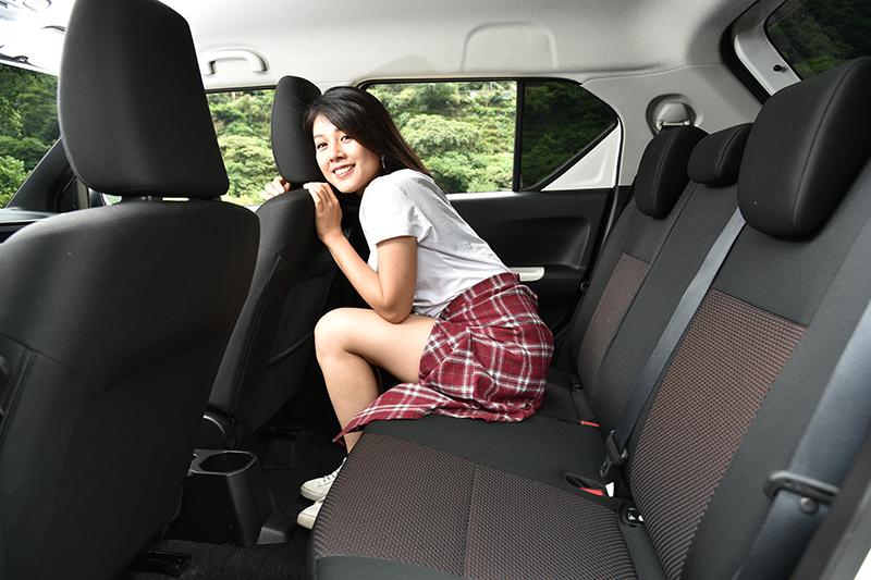 儘管車體小巧可愛,但受惠於方正的格局,因此空間依舊寬敞舒適。