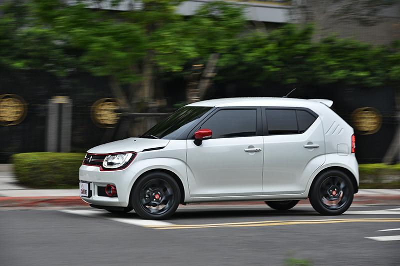 由於車身極為輕盈,IGNIS無論加速或是爬坡都相當輕快有力。