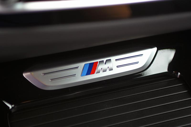 座艙裡M Performance從來也不怕乘客不知道身處如此強悍LSUV中。