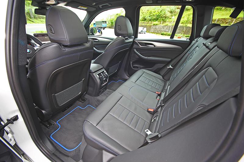 寬敞的乘坐空間一如X3 Series,當然宜室宜家。