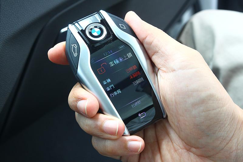 諸多方便好用的功能以及完整的安全系統,當然也在X3 M40i上頭得見。