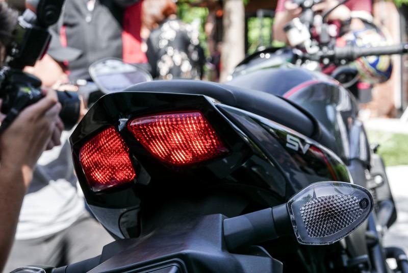 2018年SV650X採用運動化雙尾燈設計