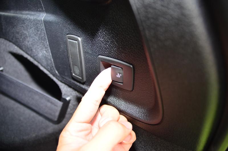 尾廂內的One Touch按鈕可直接將座椅放平,操作上更為簡單便利