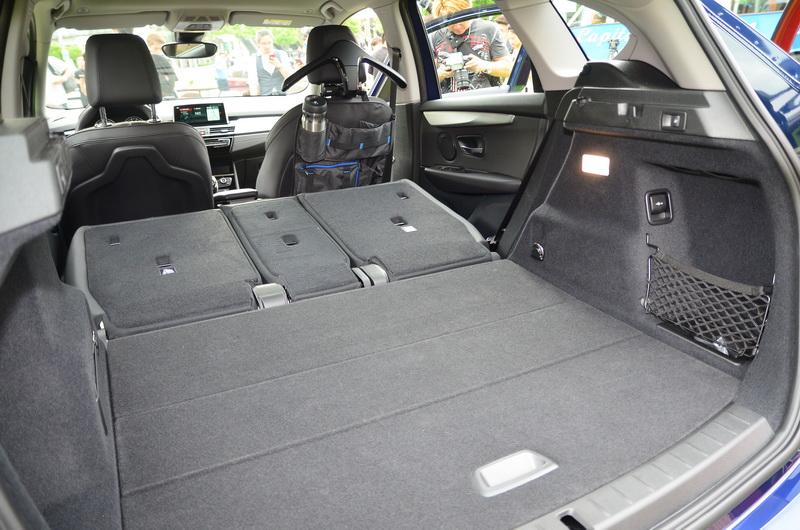 若將第二、三排座椅皆完全傾倒,行李廂容量更可從645公升增加至1,905公升之多,展現十足機能性。