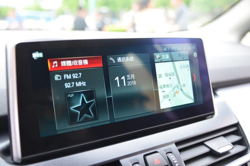 全新BMW 2系列採用最新iDrive系統介面(ID6),並配備6.5吋中控顯示幕