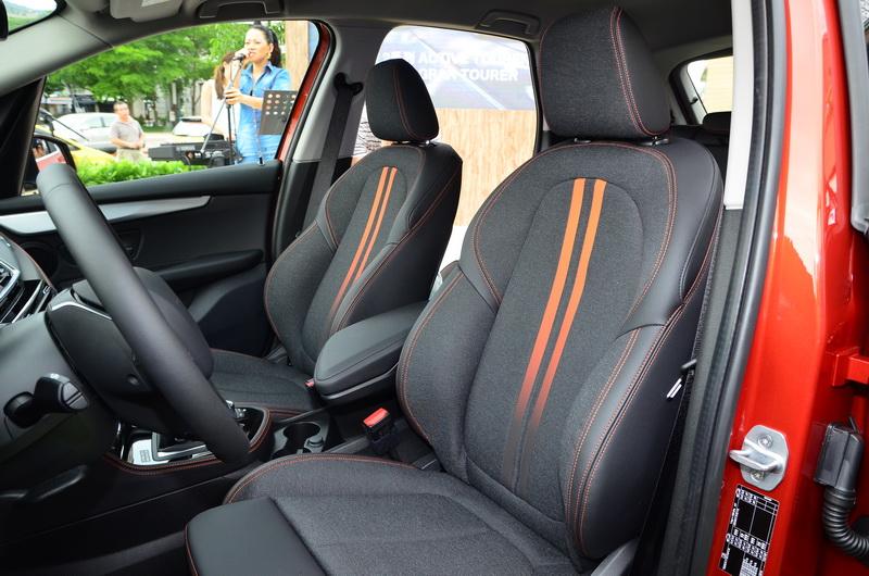 若搭載Sport Line風格套件,還可選擇Sensatec皮質/高級織布座椅搭配專屬橘色或灰色縫線