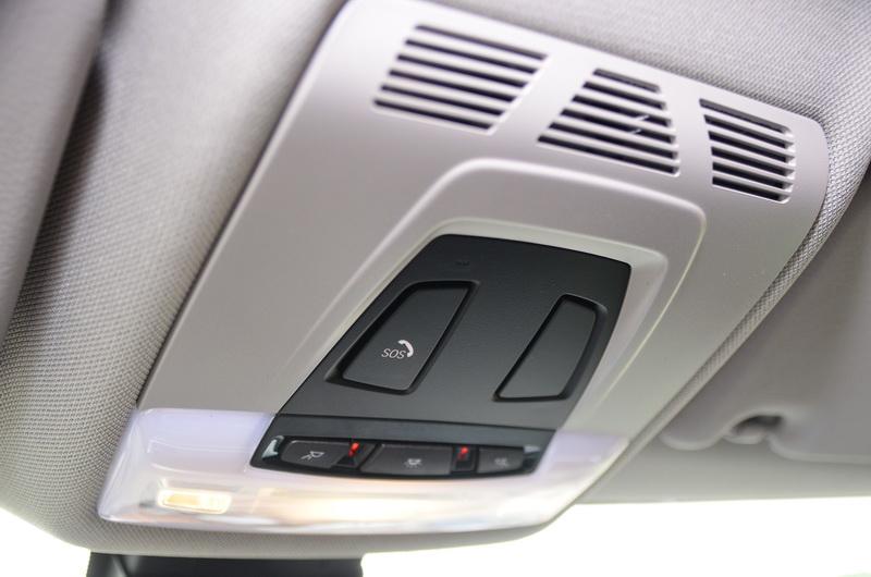 智能緊急求助(Intelligent Emergency Call)可藉由手動或自動撞擊感應連接至BMW原廠客服中心