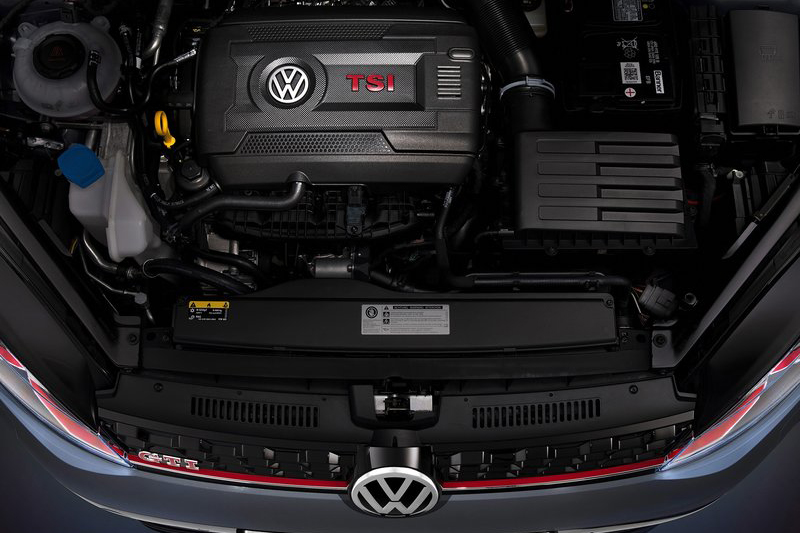Golf GTI TCR Concept採取了與所有Golf GTI相同的2.0升直列四缸渦輪增壓引擎本體,可輸出290hp與37.8kg-m動力。
