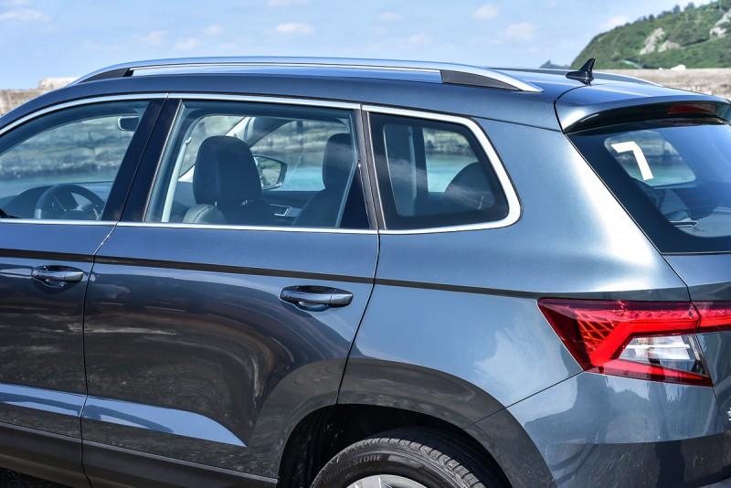 車側線條、C柱、D柱造型向來是我看一輛新車重點中的重點,車頂架當然也是,Karoq的設計相當流暢精緻