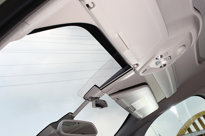 可動式車頂遮陽板一直都是現行世代C4 Picasso的招牌設計。