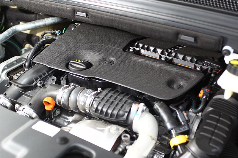 擁有30.6kg-m的1.6升柴油引擎不僅扭力豐沛,同時運轉質感也相當不錯。