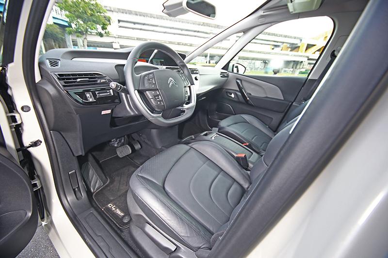 在車外聽都快要分不出是柴油還是汽油引擎了,身處車室內當然更加寧靜。