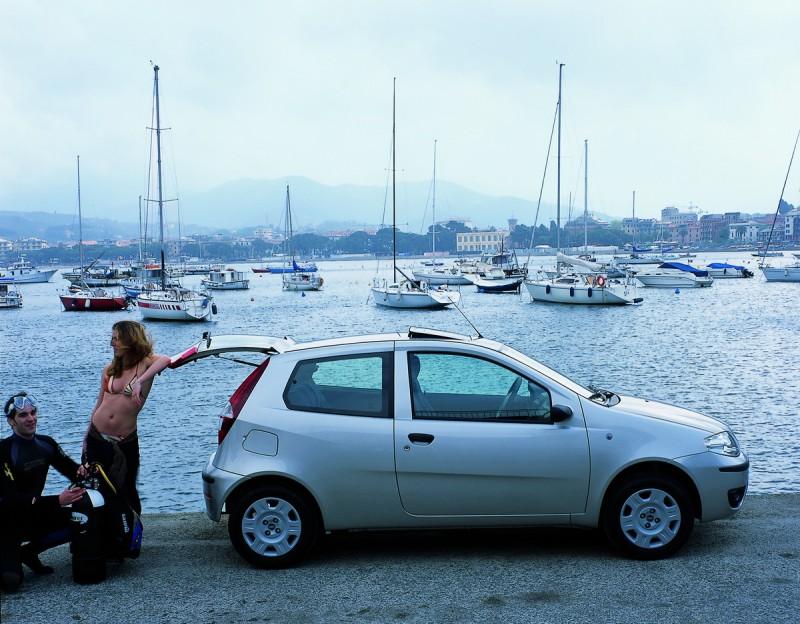 掀背車因為尾門可上掀,後座與車內空間得以充分運用