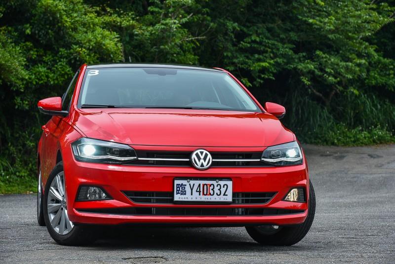 車頭造型比Golf更新,Polo 230TSI Confortline的霧燈同時也是轉向輔助燈