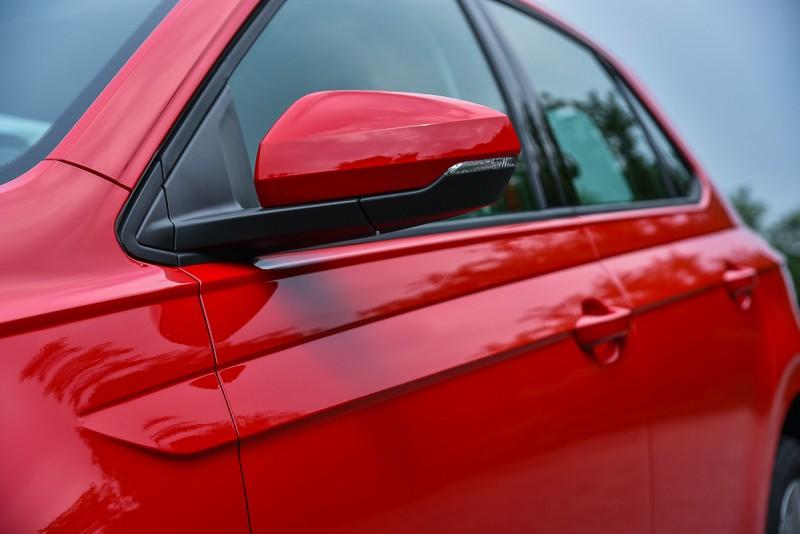 肩部斜面讓Polo看起來頗有寬體車味道
