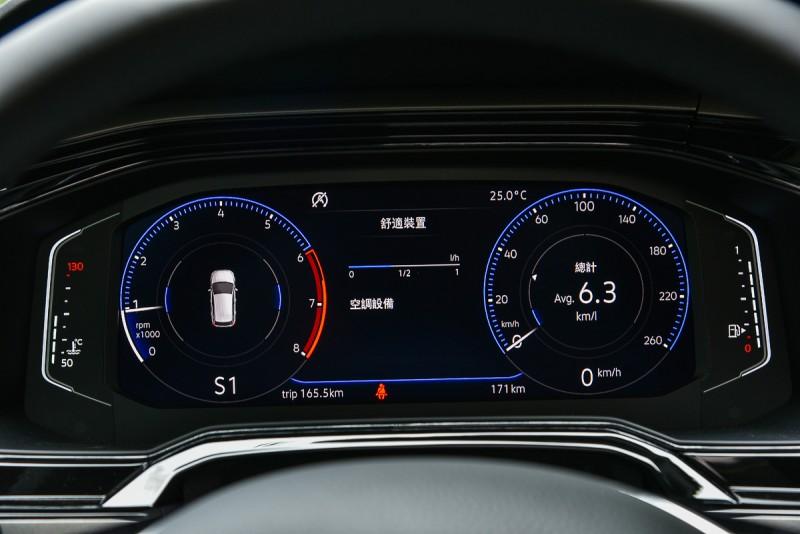 全車系都是選配的10.25吋數位儀錶將油錶與水溫獨立出來以燈號顯示