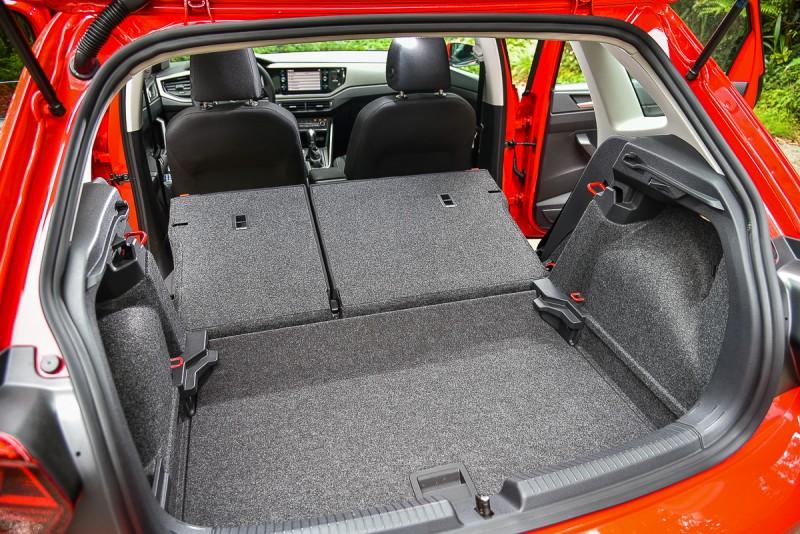 後廂底板可變化2種高度,4/6分離後座椅也可快速傾倒