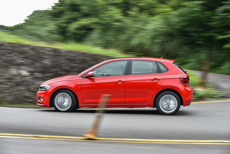 Polo的彎中車尾反應比起Golf還是有些生澀,而且懸吊系統對於路面起伏的吸收反應還有進步空間