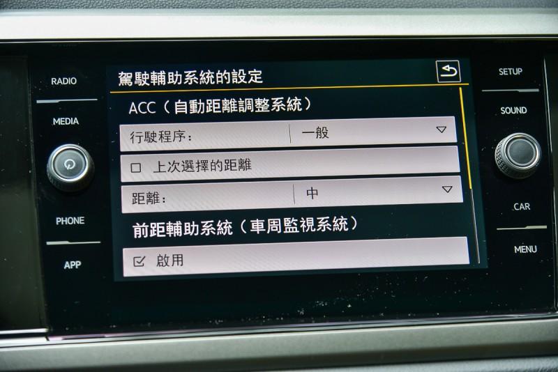 ACC系統可由方向盤或觸控主機設定跟車距離