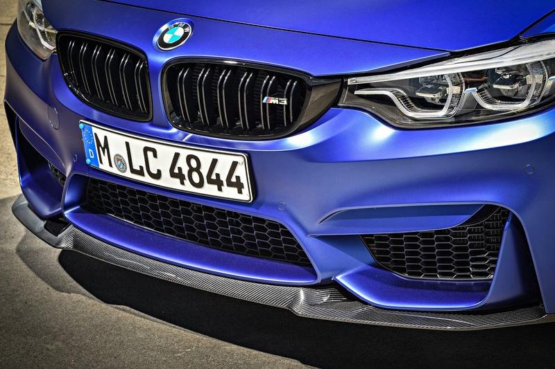 車身部件大量使用碳纖維材質。