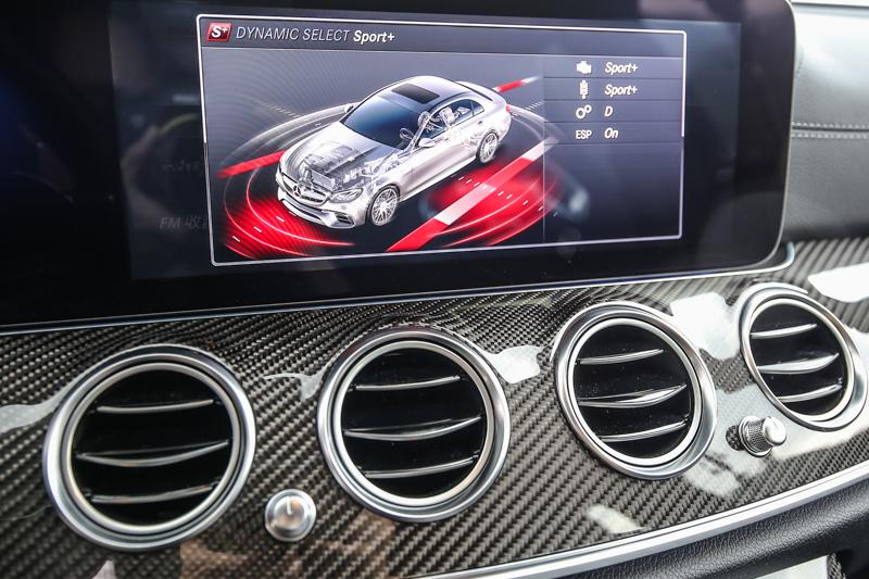 配備12.3 吋寬螢幕數位儀表。