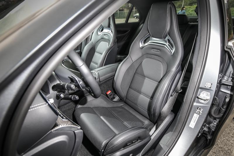 選配AMG 高性能賽車座椅。