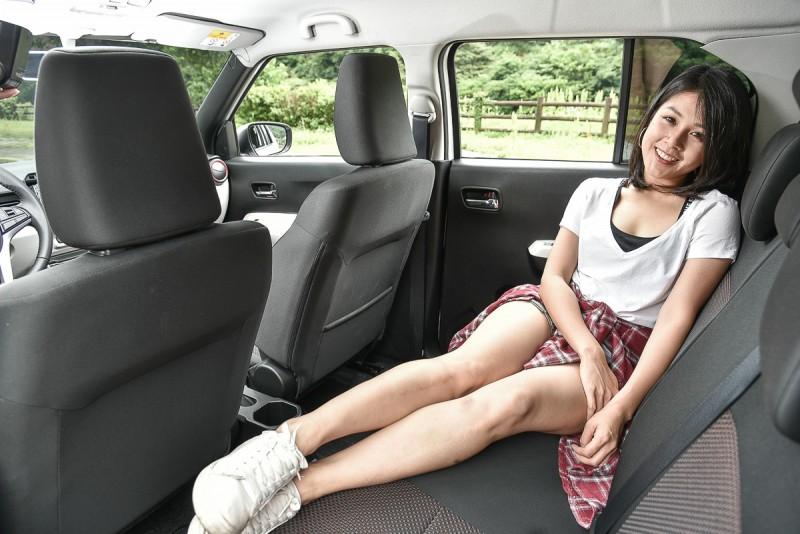 IGNIS寬敞的空間就算180cm的乘客也能輕鬆入座,對於嬌小的阿姵來說當然更是寬敞舒適。