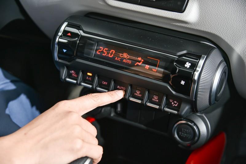別看IGNIS小,配備一點也不陽春,包括Keyless、恆溫空調、定速巡航與自動感應頭燈等都是標準配備。