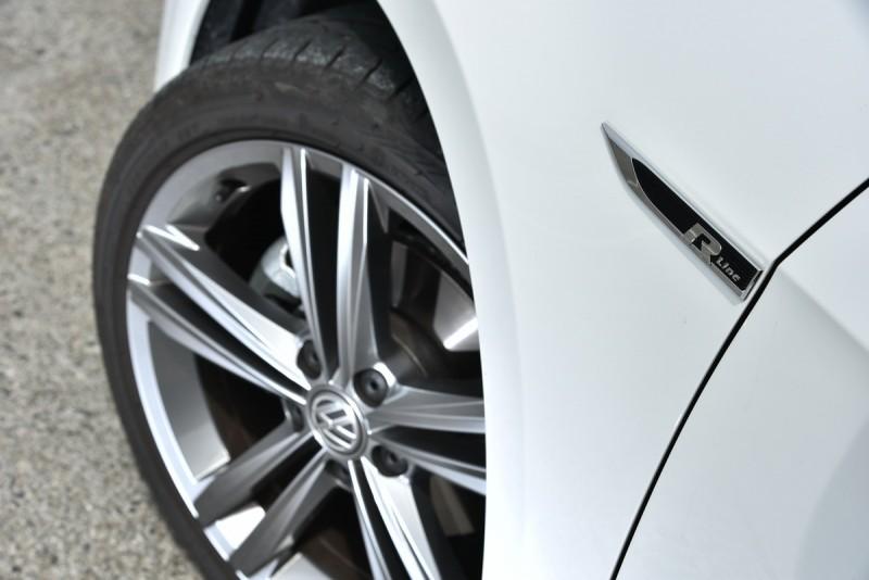 Golf Variant 280TSI R-line標配18吋胎圈,並採用降低車身15mm的 R-line專屬運動化懸吊