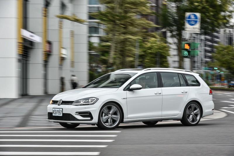 Golf Variant的多連桿後懸吊確實在操駕時對路面擁有更好服貼能力,尤其行駛於山道彎路,這種感受更是明顯。