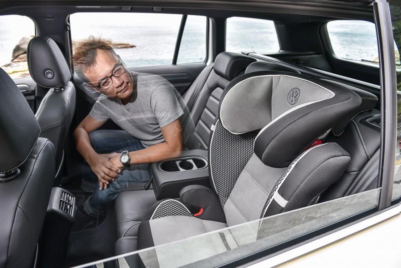 既然後座都放了安全座椅,讓我幻想一下當老爸也算剛好而已