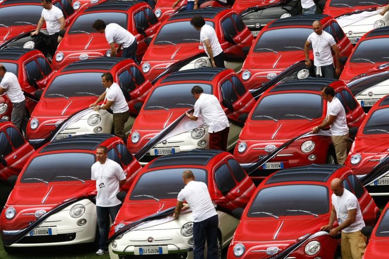 2007年Fiat500重生,原廠特別製作老500樣貌的全車布套作為首批車主交車禮,也算是對老車的另類致敬方式