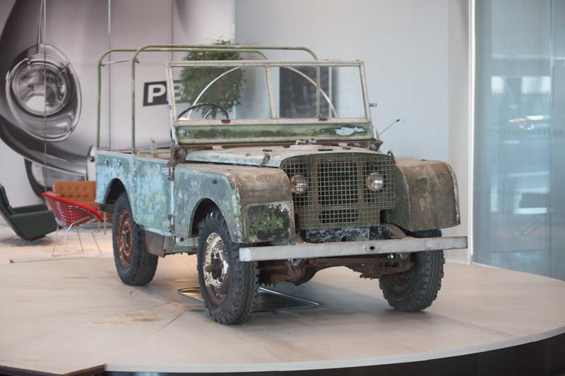 Land Rover Series I原型車從2016年找尋之後便將其展示在Jaguar Land Rover Classic大廳中央的旋轉舞台上,刻意的不加修復,就是為了呈現濃厚的歷史歲月感。