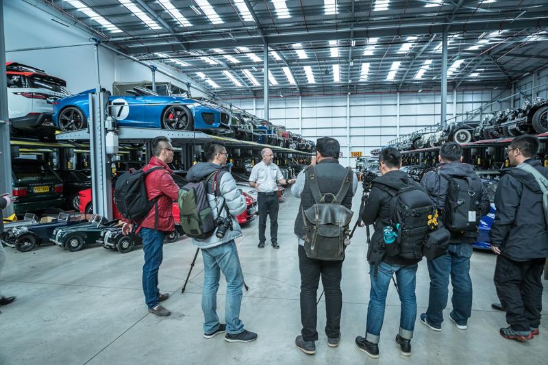 Jaguar Land Rover Classic內還有一個神秘車庫,是一個英國收藏家近來把所有收藏的各式各樣經典英國車款全數捐給給Jaguar Land Rover Classic,多達五百多輛的數量,更有許多曾在電影中出現的特殊車款。