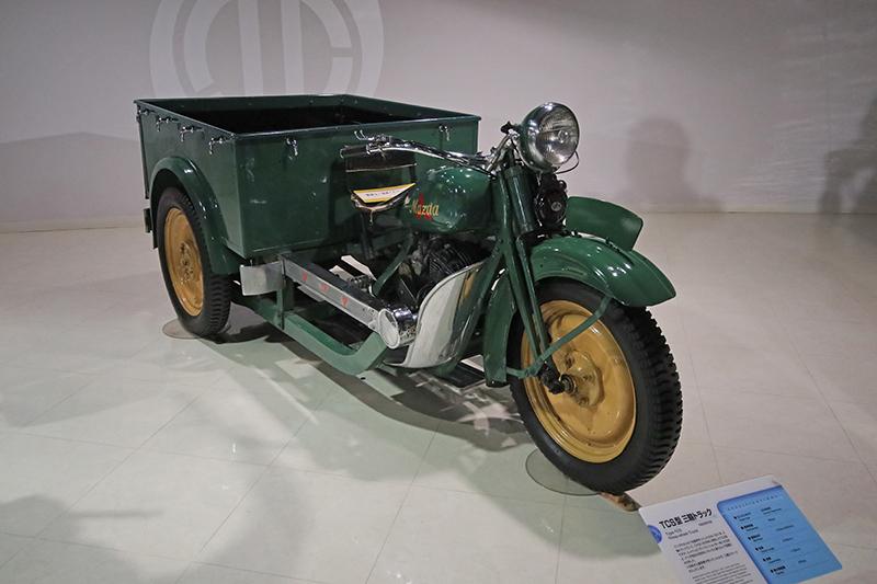 從1935年的Type-TCS三輪貨車,看得出Mazda創廠初期是以銷售民用運輸工具為主。